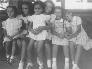 Dorothy Jean (Willow) Schmalle, Bobbie Laumbach, Mary Anne Laumbach, Connie Laumbach, Karen Durham, Lynelle Durham, 1948 or 49